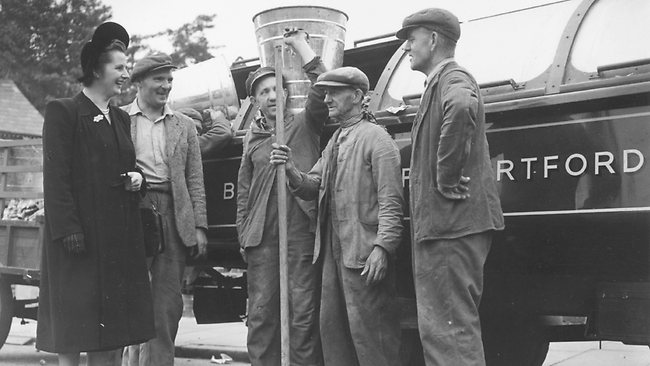 Margaret Thatcher talks to dustmen during her election campaign in October 4, 1951 in England. Photo by Central Press/Getty Images