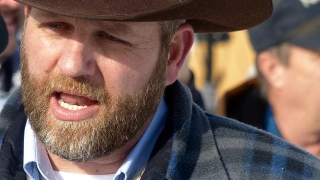 Ammon Bundy chats with a protester during a march on behalf of a Harney County ranching family in Burns, Oregon. Picture: Les Zaitz/The Oregonian via AP