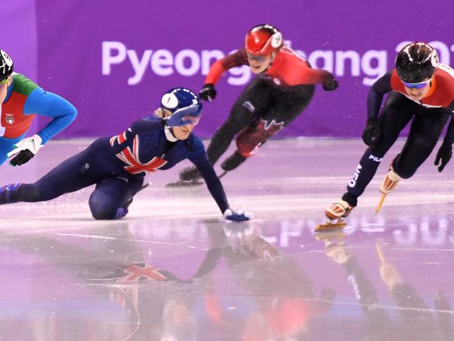 Elise Christie suffers more Olympic heartache after crashing out on final bend