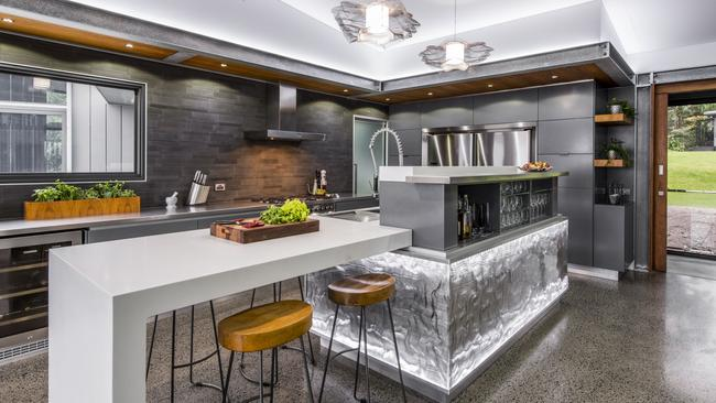 7 Spectacular Kitchen Staging Ideas Photos: Mansion: Luxury Kitchens Take Centre Stage In High-end