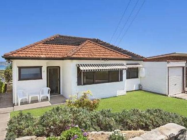 Jennifer Hawkins has bought this house at North Curl Curl. RP Data.