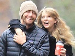 Exclusive - Taylor Swift & Jake Gyllenhaal Spend Thanksgiving Together