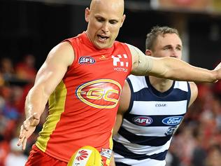 Suns player Gary Ablett kicks during the Round 7 AFL match between the Gold Coast Suns and the Geelong Cats at Metricon Stadium in Carrara on the Gold Coast, Saturday, May 6, 2017. (AAP Image/Dave Hunt) NO ARCHIVING, EDITORIAL USE ONLY