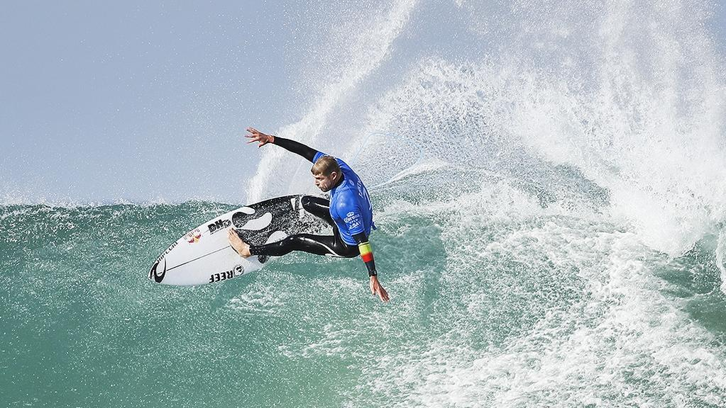 Defending event champion Mick Fanning has advanced to round three of the Corona Open J-Bay.