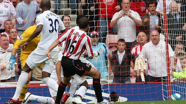 Sunderland's Michael Chopra (R) scores a goal against Tottenham during their English Premier League soccer match at the Stadium of Light, Sunderland, England, 11/08/07. A/CT