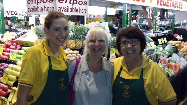 Sia happily posed for a photo with Jo and Ann Pessios from Catcus in Adelaide's Central Market.