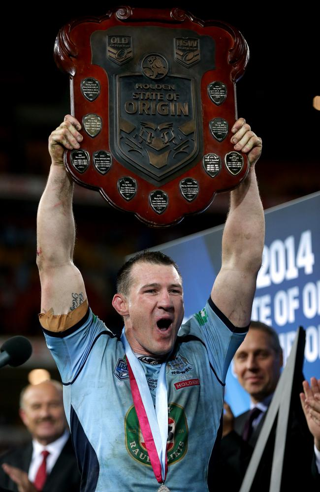 NSW's Paul Gallen with the State of Origin Shield at the end of game 3 of the 2014 Origin series.