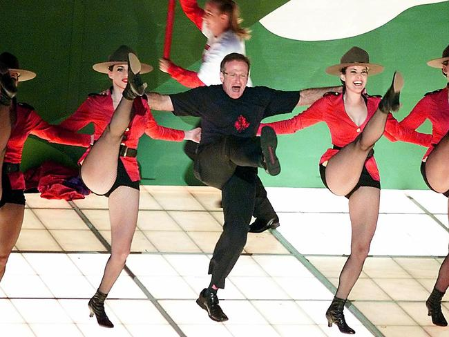 "Robin Williams performs ""Blame Canada"", a song nominated for Best Original Song, during the 72nd Academy Awards."