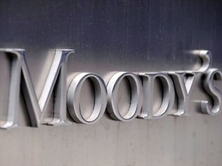 International ratings agency Moody's has cut France's top credit rating by one notch to Aa1.