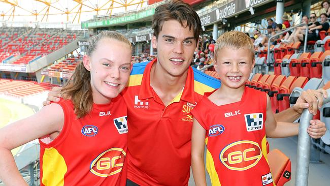 Jack Bowes with some young Gold Coast fans. Picture: Richard Gosling
