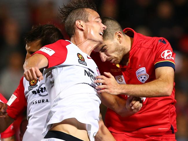 Iacopo La Rocca and Ryan Griffiths clash heads.