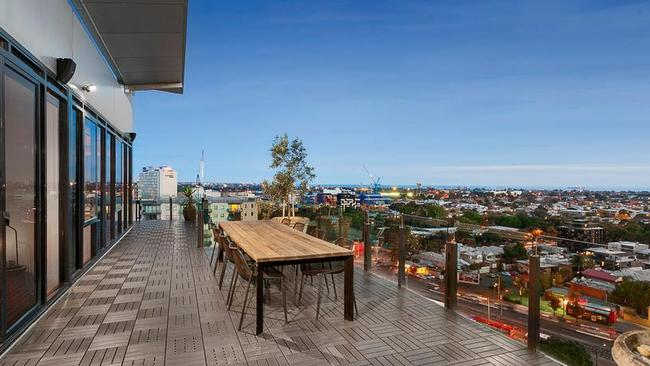1403/38 Bank St, South Melbourne sold for $1.25 million in June.