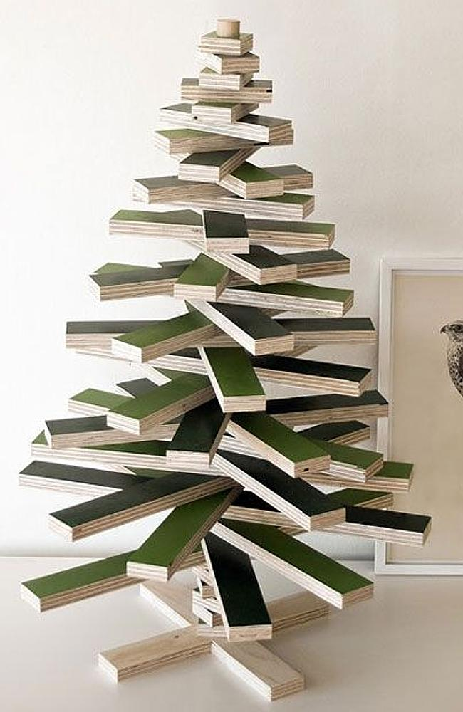 The block puzzle Christmas tree: made of wood, like a real tree ... but it's really not. Picture: Pinterest/Designswan.com