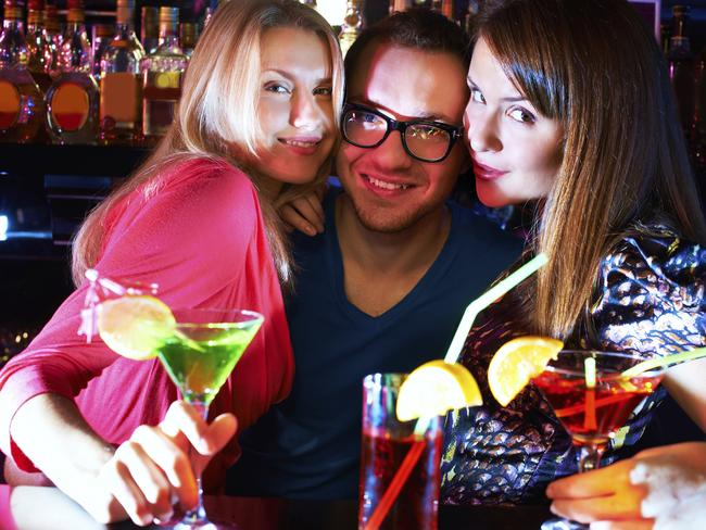 Men, it pays to be wary of overly friendly strangers who lure you to bars!
