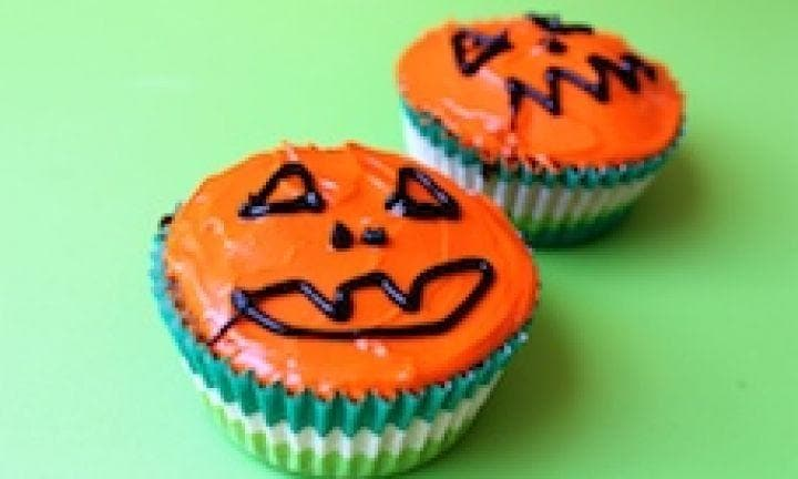 "13. Put Jack-o' lanterns on them.  <p><a href=""http://www.kidspot.com.au/kitchen/recipes/halloween-jack-o-lantern-cupcakes-3684"">Find the Jack-o' lantern cupcakes recipe here.</a></p>"