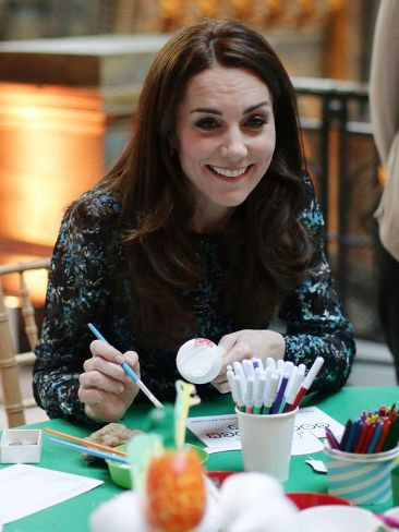 Duchess of Cambridge doing arts and craft (Getty/Editorial)