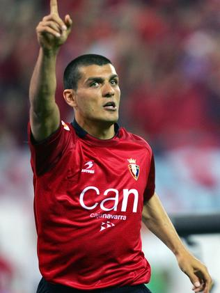 Aloisi after scoring for Osasuna in the 2005 Copa del Rey final.