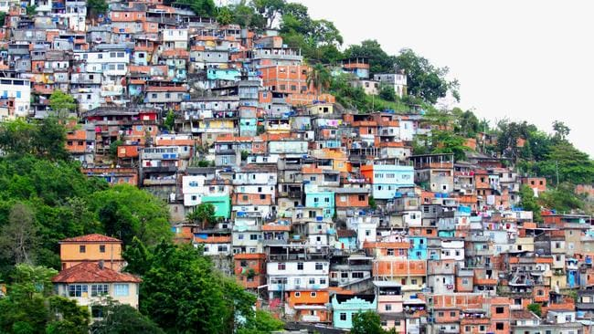 The favelas of Brazil are so crowded that it's easy for drug dealers to hide. Photo: Dany13