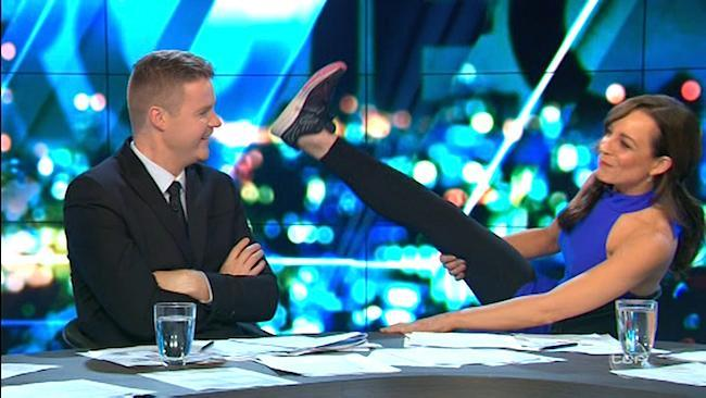 Carrie Bickmore shows off her violent abs