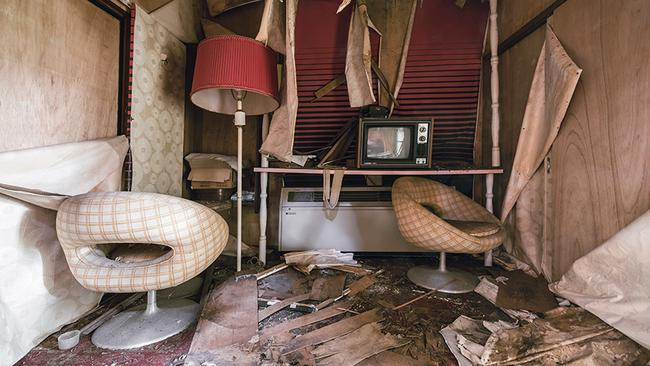 The hotel has been closed for 17 years now and has begun to severely decay. (Picture: Bob Thissen/Caters)