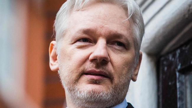Wikileaks founder julian assange cancels dramatic balcony for Julian balcony