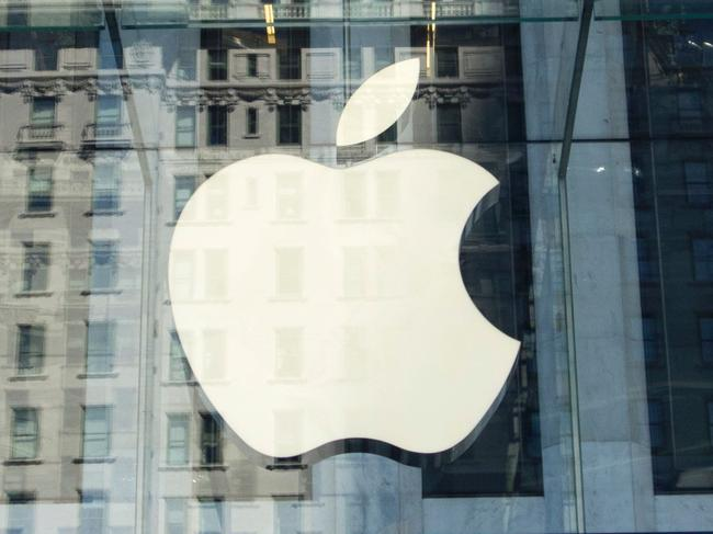 (FILES) This file photo taken on September 14, 2016 shows the Apple logo at the entrance to the Fifth Avenue Apple store in New York. Apple has expanded its legal battle against Qualcomm, accusing the US chip maker of charging for invalid patents in the latest twist in the clash between the two tech giants. In legal filings in a federal court in California on June 20, 2017, Apple claimed that several Qualcomm patents were invalid because they conflict with existing patents, while other patents were not essential for cell phone communications, according to details of the lawsuit reported by The Wall Street Journal.  / AFP PHOTO / Don EMMERT