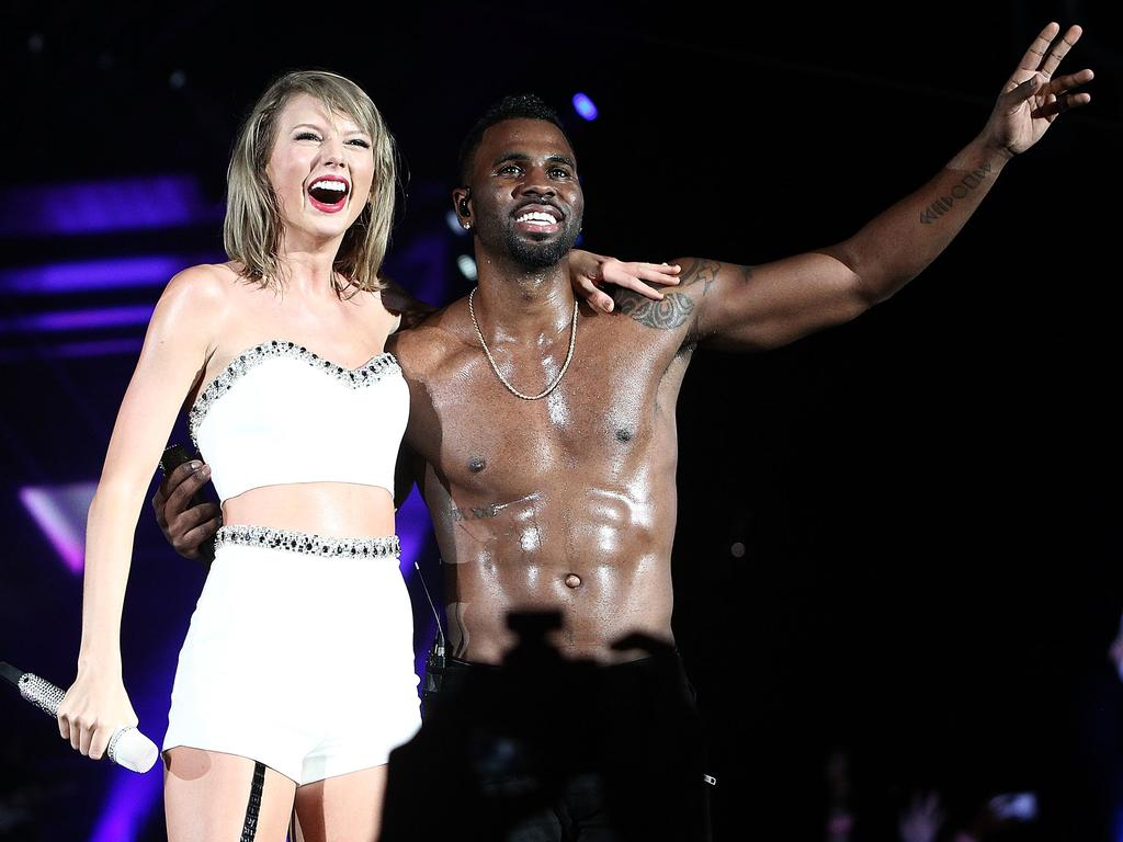Famous faces join taylor swift onstage taylor swift and jason derulo perform onstage during the 1989 world tour
