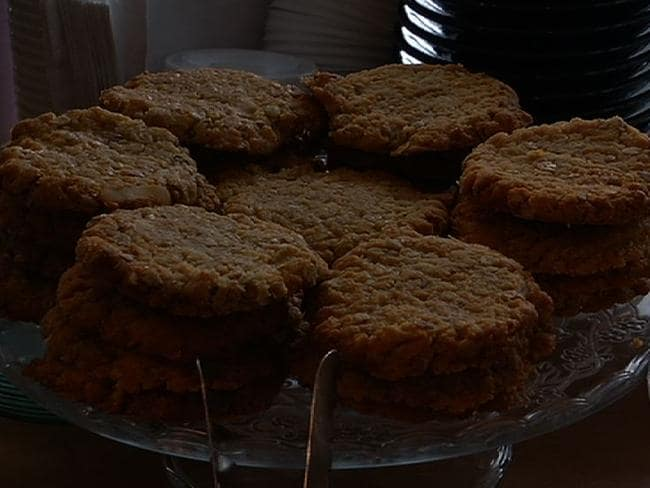 Anzac cookies Tuck Shop style.