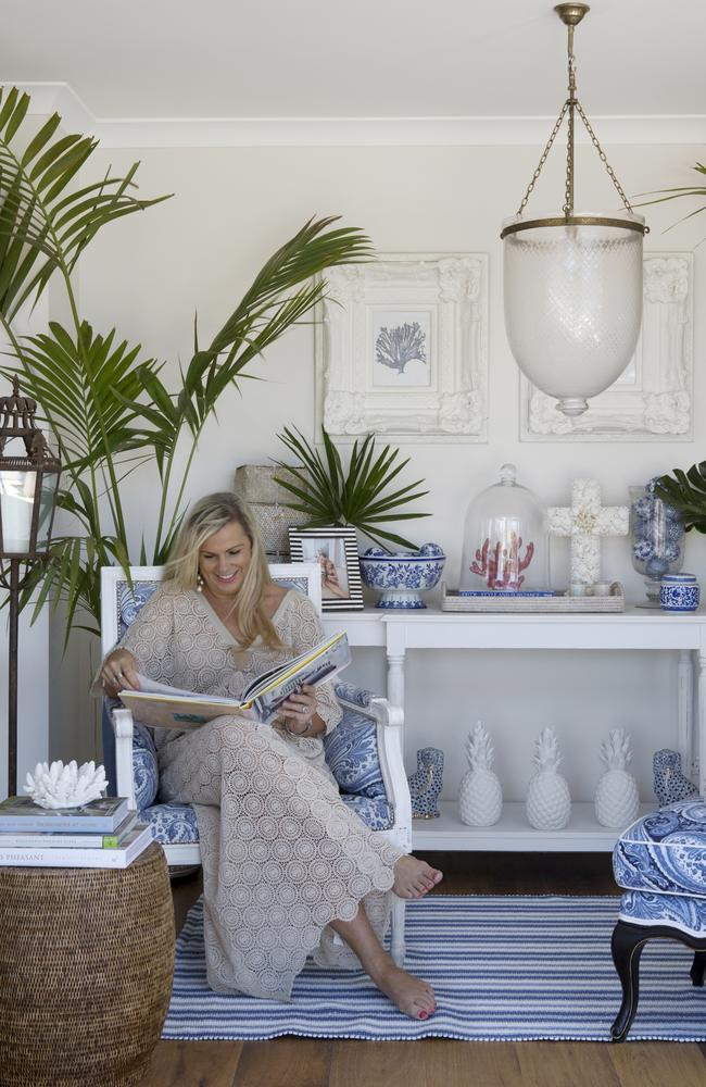 """<span id=""""U101055855634mBH"""" style=""""font-family:'Wingdings 3';color:#bebebe;""""></span>Hamptons style expert Natalee Bowen of Indah Island combines crisp whites with shades of blue and natural materials to get a stylish coastal look."""