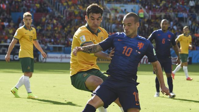 Netherlands' midfielder Wesley Sneijder will be sick of Mile Jedinak.