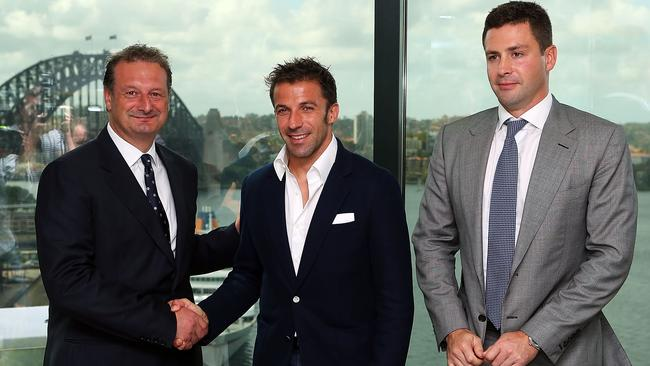 Del Piero poses with Sydney FC CEO, Tony Pignata and Chairman, Scott Barlow.
