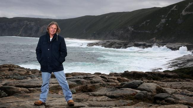 tim winton neighbours Scission is the perfect title for tim winton's first collection of short stories neighbours and wilderness among others tim winton was born in perth.