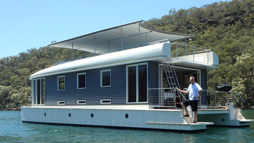 Owner Of World S First Solar Powered Houseboat Mothership
