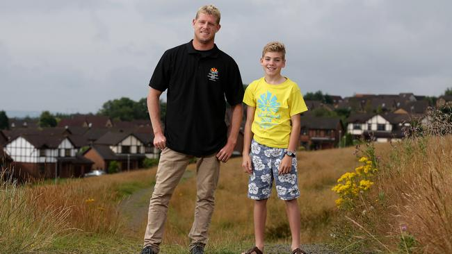 World Surfing Champion Mick Fanning and Gold Coast kid Gabe Pither will be part of the Glasgow closing ceremony.