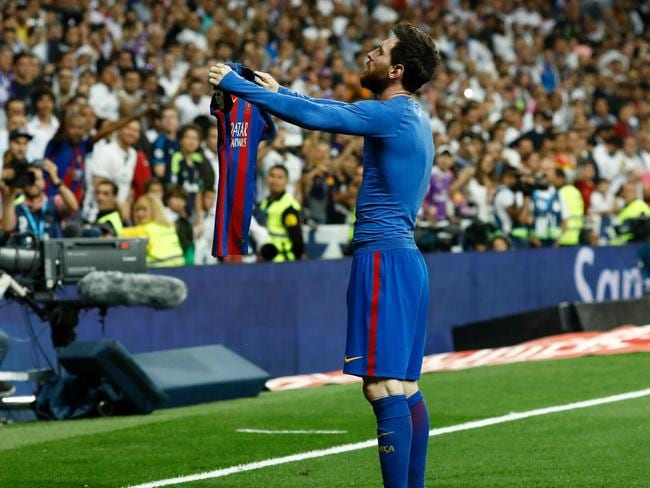 Bizarre photos of Messi's magic moment