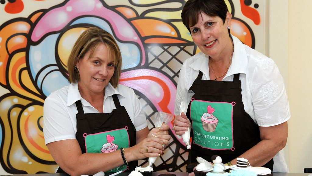 Cake Decorating Rouse Hill : Learn how to decorate cakes during classes at Cake ...