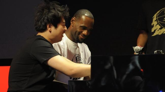 James and Chinese pianist Lang Lang playing the piano together.