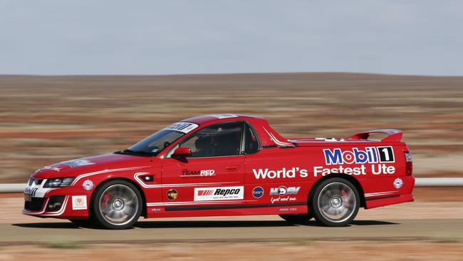 Red rocket ... HSV Maloo sets speed record in Woomera 2006. Photo: Joshua Dowling.