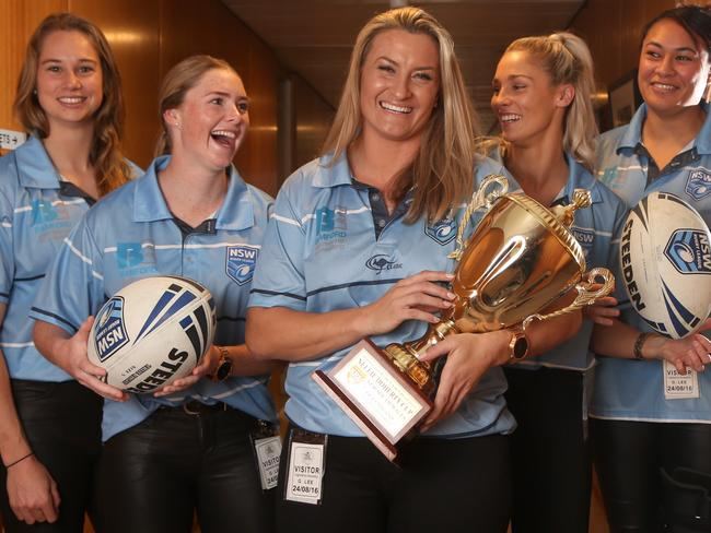 Kezie App, Maddie Studdon, Ruan Sims, Alana Ferguson and Jen Latu with the Nellie Doherty Cup after their win last year.