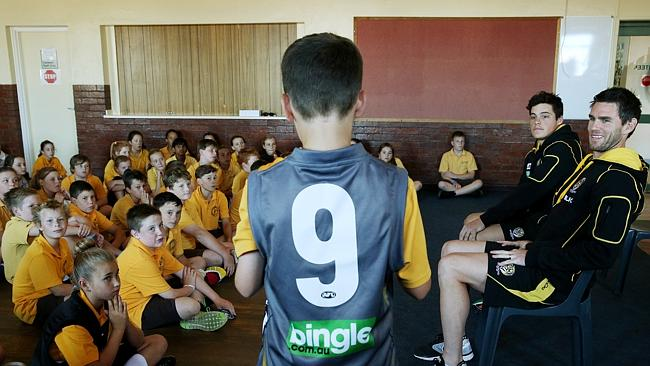 Former captain Chris Newman and Nathan Gordon talk with students from Warrnambool Primary school.