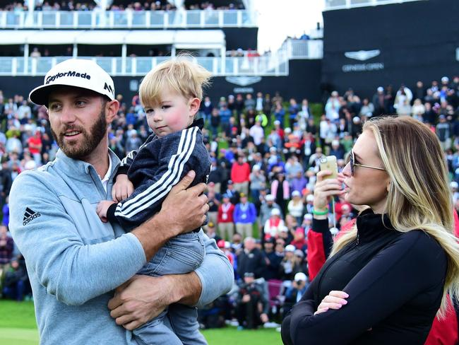 Dustin Johnson talks to his partner Paulina Gretzky and son Tatum Gretzky in practice.