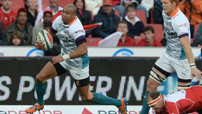 Cornall Hendricks slips through a tackle to scoire for the Cheetahs.