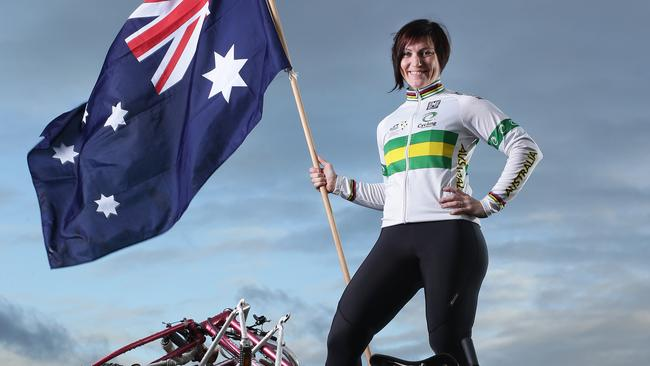 Anna Meares says she hopes to continue racing through to the Rio Olympics.