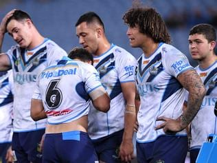 Titans' players look on following a try scored by William Smith of the Eels during the round 24 NRL match between the Parramatta Eels and the Gold Coast Titans at ANZ Stadium in Sydney on Thursday, August 17, 2017. (AAP Image/Paul Miller) NO ARCHIVING, EDITORIAL USE ONLY