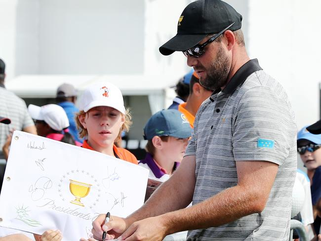 Leishman signs autographs for fans at Liberty National. Picture: Getty Images