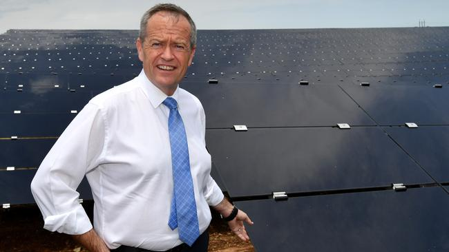 The Federal opposition leader Bill Shorten arrives at the NAWMA renewable energy facility. Picture: AAP.