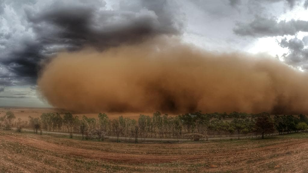 Huge dust storm as cool change sweeps South Australia ...