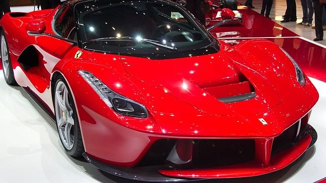 Ferrari's new hero car, sounds and performances amaz...