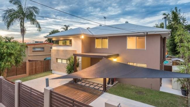 This home at 17 Wyman St, Stafford Heights attracted 10 registered bidders.