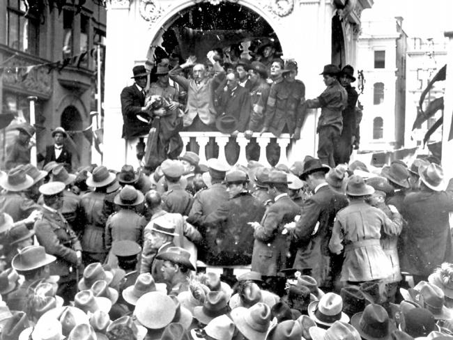 Prime minister Billy Hughes campaigns in Martin Place.